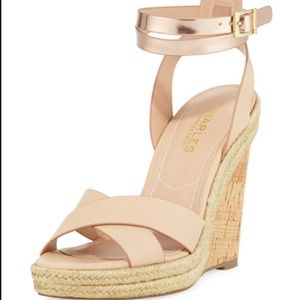 CHARLES DAVID Brit Nude Gold Strap Wedges 7.5 Box